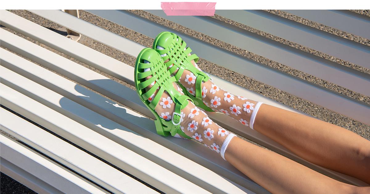 Sandales-Chaussettes : du vert dans l'air